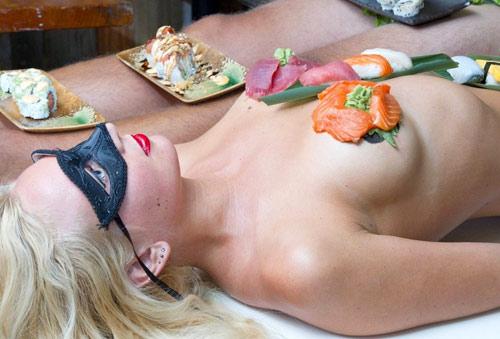 500 đôla một bữa sushi trên mẫu nude - 3