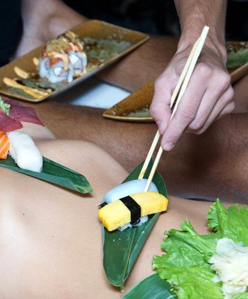 500 đôla một bữa sushi trên mẫu nude - 4