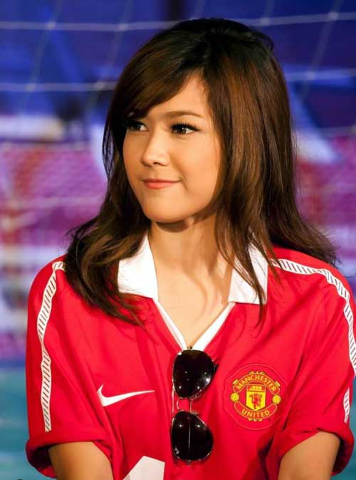 Fan nữ đẹp như thiên thần của MU - 1