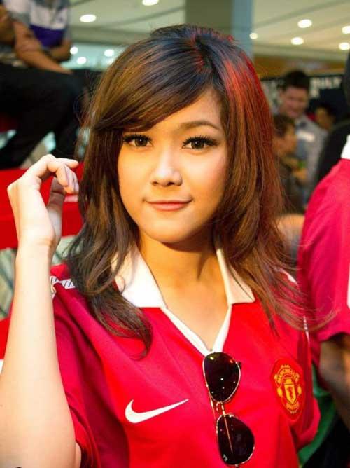 Fan nữ đẹp như thiên thần của MU - 4