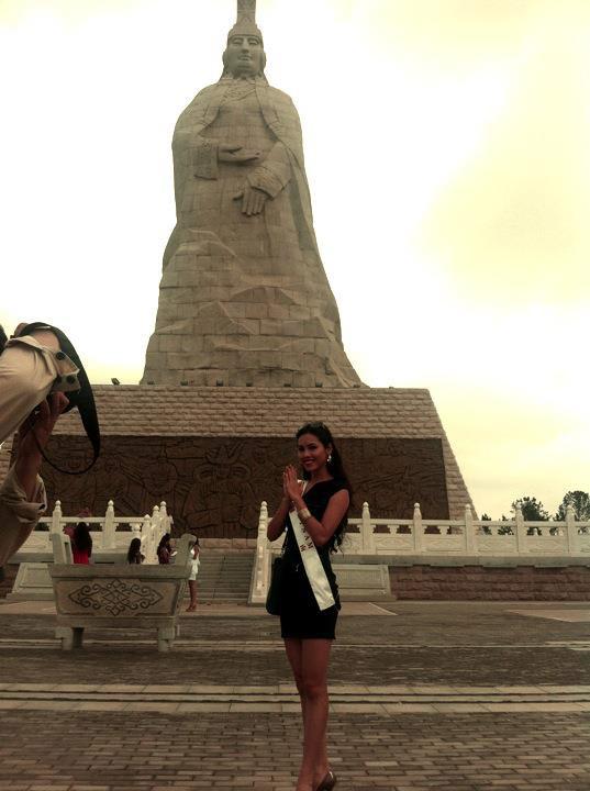 Hoàng My nhảy tưng bừng tại Miss World - 2