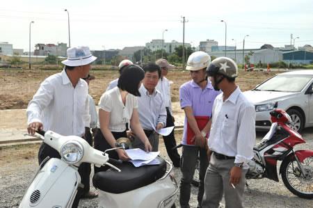 Công ty CP Quốc Cường Gia Lai giao đất cho khách hàng - 1