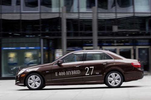 Mercedes E400 Hybrid: Thách thức đối thủ - 12