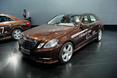 Mercedes E400 Hybrid: Thách thức đối thủ - 4