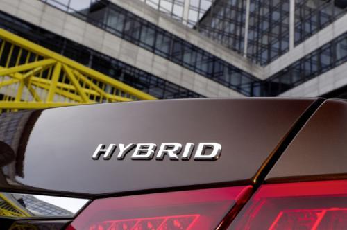 Mercedes E400 Hybrid: Thách thức đối thủ - 9