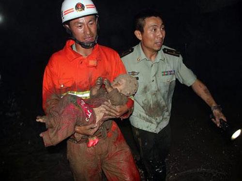 """Trung Quốc: Hố tử thần """"ngoạm"""" chết người - 1"""