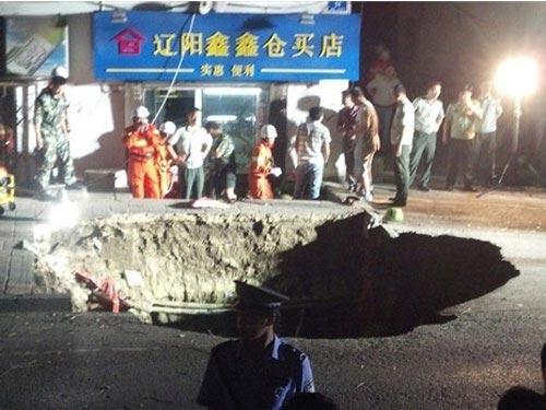 """Trung Quốc: Hố tử thần """"ngoạm"""" chết người - 4"""