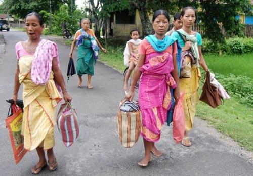Sợ bạo loạn, hàng nghìn người Ấn Độ sơ tán - 1