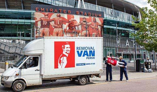 "Arsenal bắt đầu ""tiêu hủy"" Van Persie - 1"