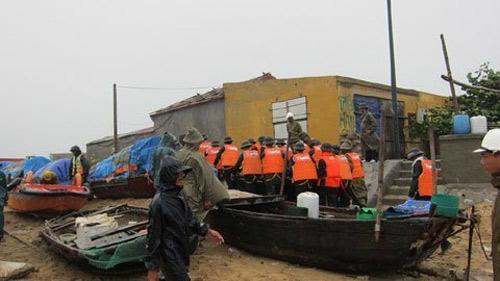 Mưa lớn đe dọa gây ngập lụt ở Hà Nội - 1