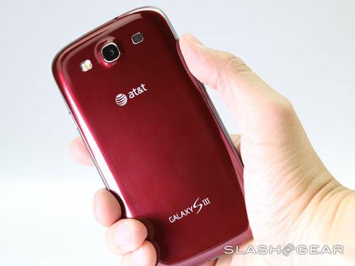 Cận cảnh Galaxy S III màu đỏ - 10