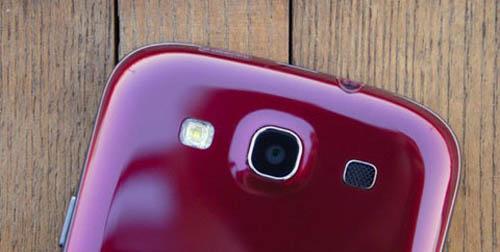Cận cảnh Galaxy S III màu đỏ - 13