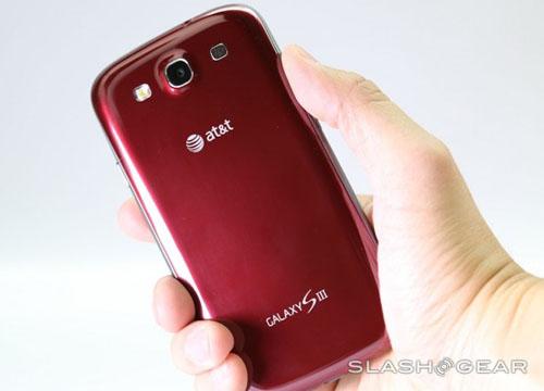 Cận cảnh Galaxy S III màu đỏ - 2
