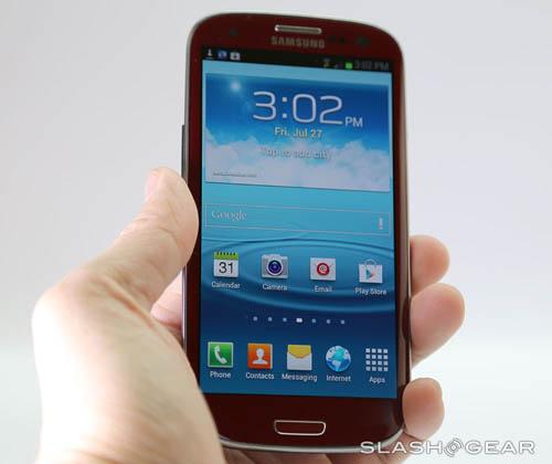 Cận cảnh Galaxy S III màu đỏ - 8