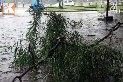 Bão số 5 đổ bộ, Hà Nội lại mưa ngập - 3