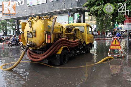 Bão số 5 đổ bộ, Hà Nội lại mưa ngập - 12