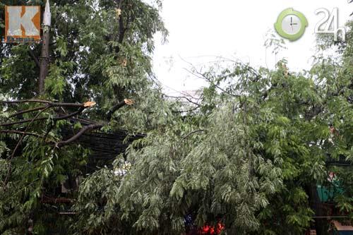 Bão số 5 đổ bộ, Hà Nội lại mưa ngập - 5