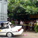Tin tức trong ngày - Ôtô nát đầu dưới gầm xe tải, 2 người tử vong