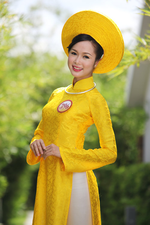Thí sinh hoa hậu đọ sức hút với áo dài - 3