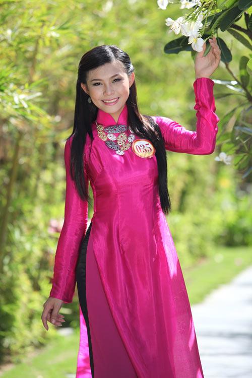 Thí sinh hoa hậu đọ sức hút với áo dài - 9