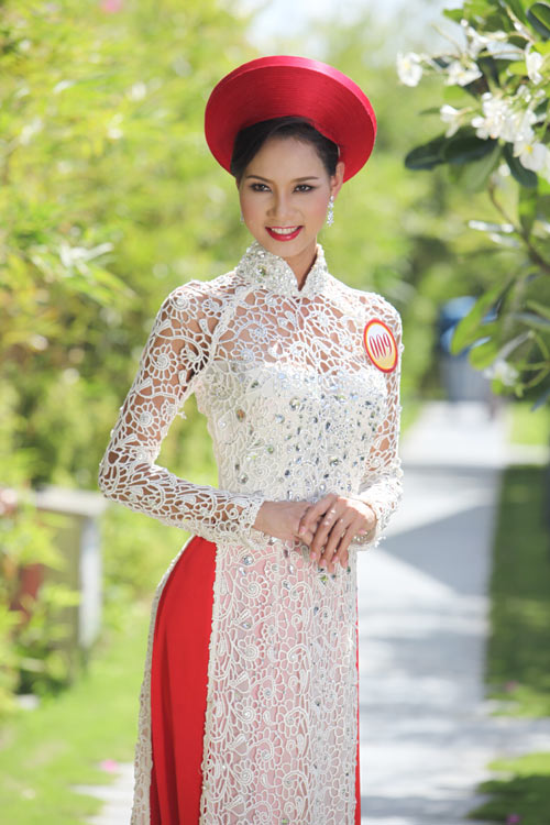 Thí sinh hoa hậu đọ sức hút với áo dài - 10