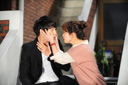 Son Ye Jin lại cặp phi công trẻ? - 4