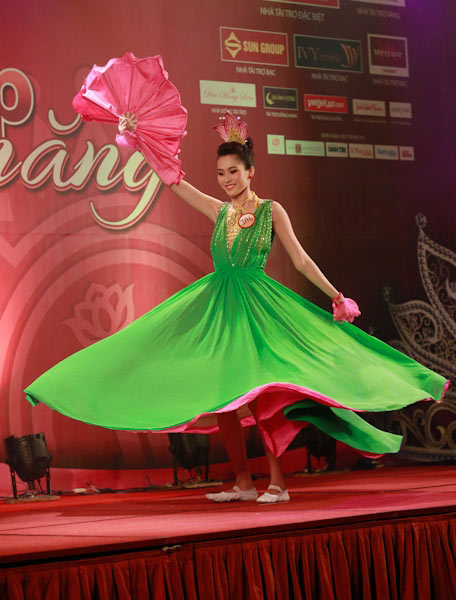 Xem các thí sinh hoa hậu thi tài năng - 10