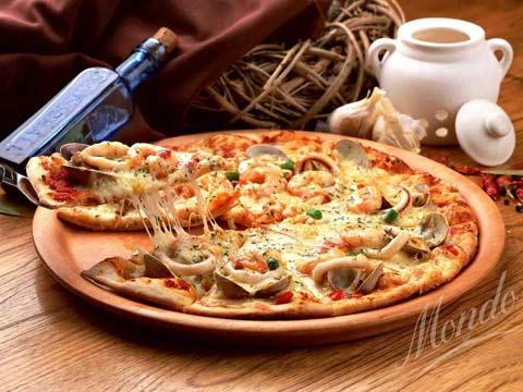 Pizza giao tận nơi miễn phí, ngại gì nắng mưa! - 1
