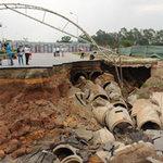 Tin tức trong ngày - Hố tử thần ở Hà Nội: Do mưa lớn?