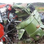 Tin tức trong ngày - Xe tải đâm xe khách, 3 người tử nạn