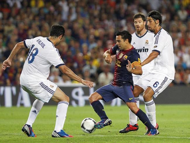 Như thường lệ, Barca vẫn chiếm thế chủ động sau tiếng còi khai cuộc.