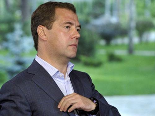 Nga: Ghế Thủ tướng của ông Medvedev lung lay? - 1