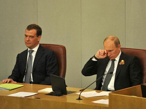Nga: Ghế Thủ tướng của ông Medvedev lung lay? - 2