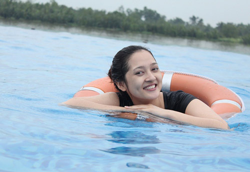 Bảo Anh đi bơi cùng Bùi Anh Tuấn - 7
