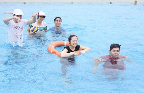 Bảo Anh đi bơi cùng Bùi Anh Tuấn - 13