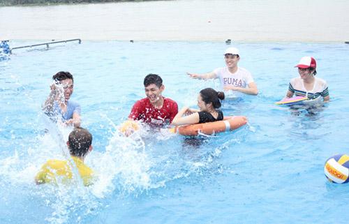 Bảo Anh đi bơi cùng Bùi Anh Tuấn - 14