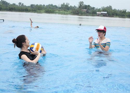 Bảo Anh đi bơi cùng Bùi Anh Tuấn - 12