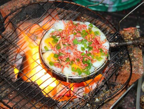 Món ăn vặt hấp dẫn quanh hồ con Rùa - 8