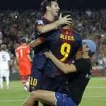 Bóng đá - Fan cuồng nhằm thẳng Messi lao vào sân