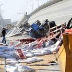 Tin tức trong ngày - TQ: Cả trăm mét cầu treo sập từ độ cao 30m