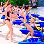 Thời trang - Thí sinh VNTM mặc bikini đua thuyền