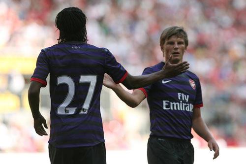 """Arsenal: """"Cách mạng"""" cuối hè - 2"""