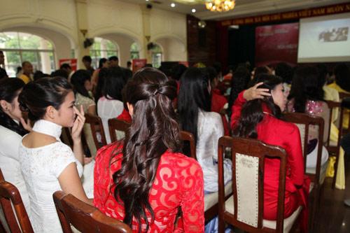 1001 kiểu tóc cầu kỳ tại Hoa hậu VN - 3