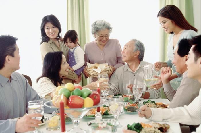 bữa cơm gia đình ấm cúng