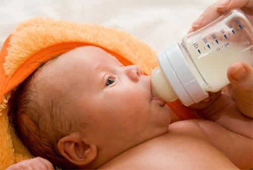 Pha sữa bằng nước tinh khiết có tốt? - 1