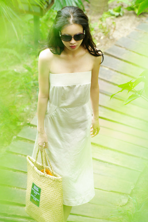 Á hậu Ngọc Oanh xinh đẹp trên biển vắng - 2