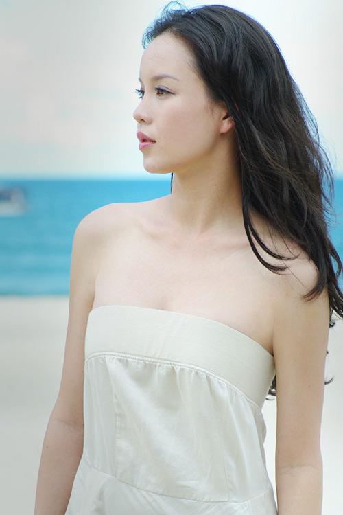 Á hậu Ngọc Oanh xinh đẹp trên biển vắng - 4
