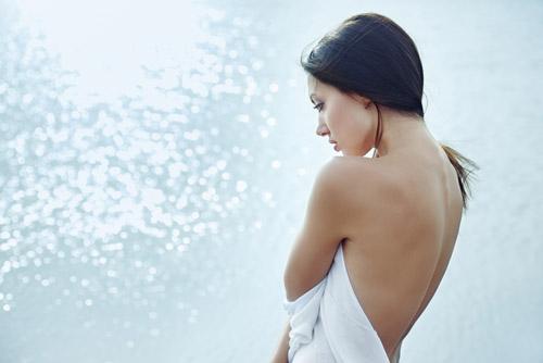 Quyến rũ với cổ và lưng mịn màng - 2