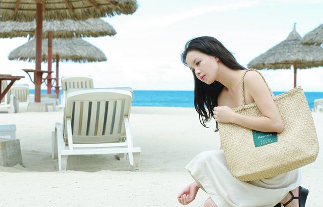 Á hậu Ngọc Oanh xinh đẹp trên biển vắng - 5