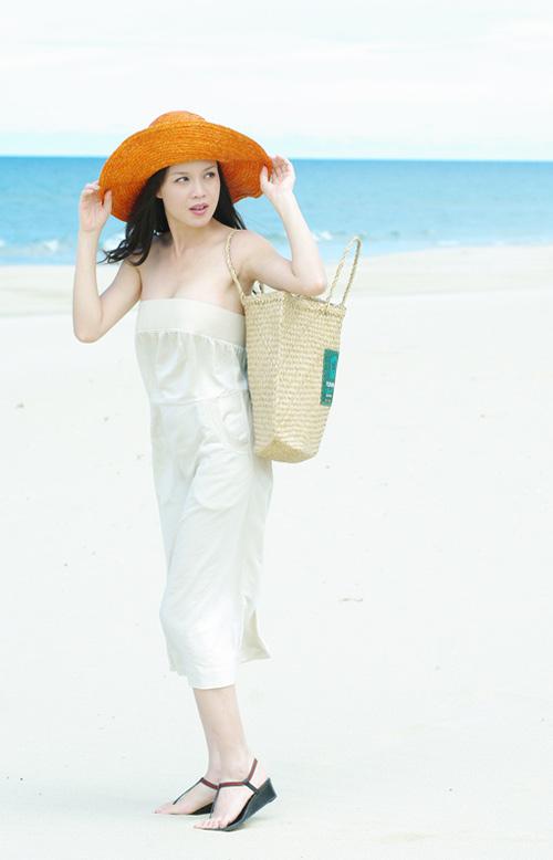 Á hậu Ngọc Oanh xinh đẹp trên biển vắng - 6